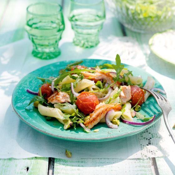 Pittige pastasalade met zalm en rucola