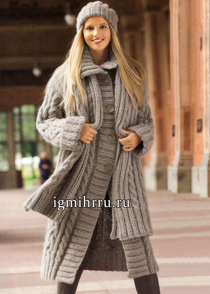 Теплый осенне-зимний комплект: бежевое пальто, шапочка и шарф с косами. Вязание спицами
