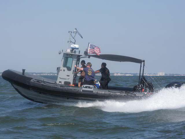 Barco de salvamento fueraborda / embarcación neumática / con consola central - 850 IMPACT - Brunswick Commercial and Government Products
