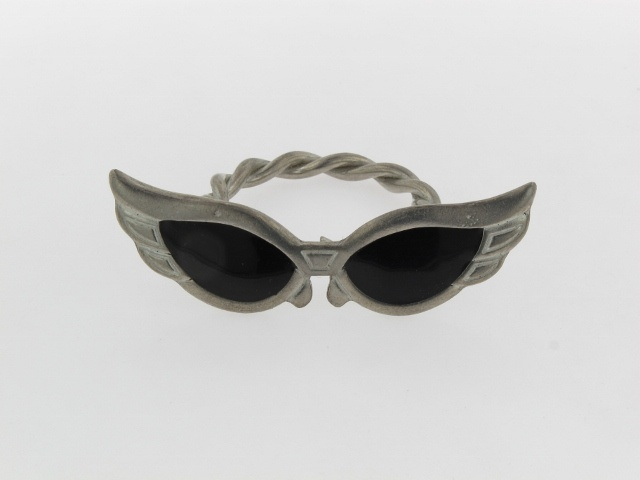 Retro sunglasses scarf ring - the latest addition to the ScarfRing.Com vintage collection!  Email: contact@scarfring.co.uk