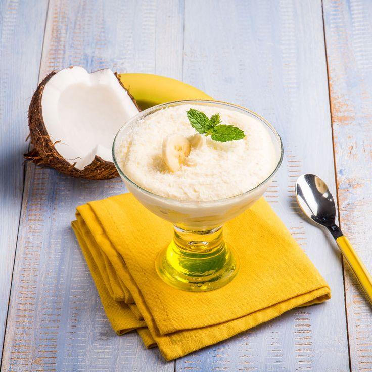 Rezept für eine leichte Low Carb Kokos-Mousse - ein einfaches Dessert-Rezept für eine kalorienarme, kohlenhydratarme Süßspeise ohne Zusatz von Zucker ...