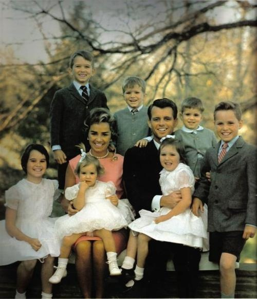 Bobby and Ethel and their 7 (at the time) children...Boys (L-R) RFK Jr, David, Michael, Joe II. Girls (L-R) Kathleen, Kerry, Courtney