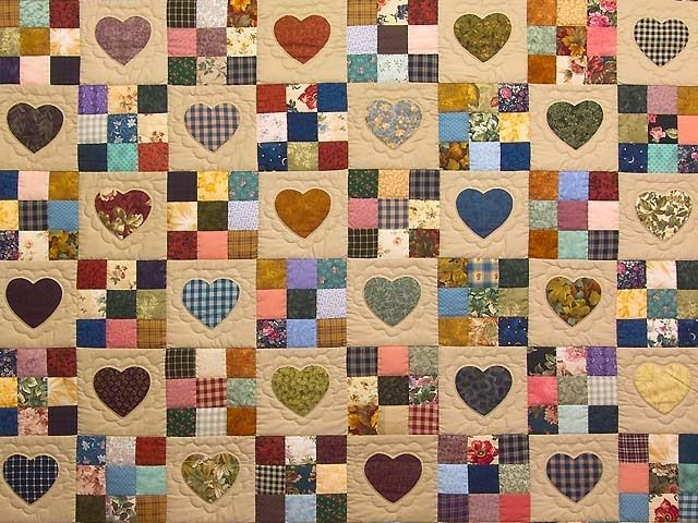 Love this idea, course love any 9 patch quilt!        http://1.bp.blogspot.com/_sjP7qbG43cw/TLYatGjUpGI/AAAAAAAAAK4/FcpZ31TBJd0/s1600/amish+quilt.jpg