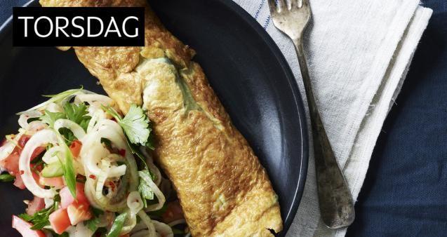 ukens matplan: Omelettruller med squash og løk- og tomatsalat - KK.no