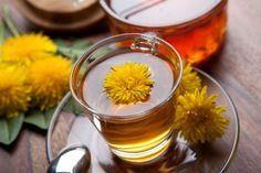 La tisana drenante è una ricetta fai da te per realizzare una bevanda a base di betulla e tarassaco, ideale per drenare i liquidi in eccesso.