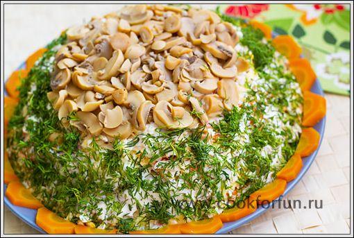 Салат из шампиньонов с курицей и орехами