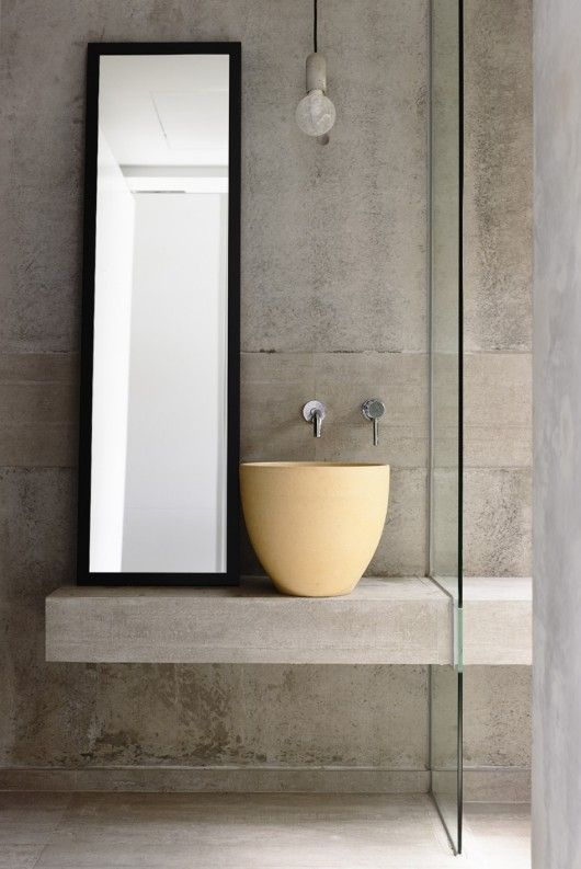 Mesada q continua en la ducha y se divide con vidrio