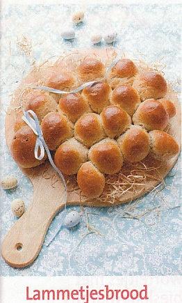 ~Lammetjes-brood: 300 g tarwebloem 200 g roggebloem 2 el suiker 7 g gist, gedroogde 2 eieren 2 kl olie 250 ml water, lauw 2 kl zout 2 peperbollen, zwarte krentjes~