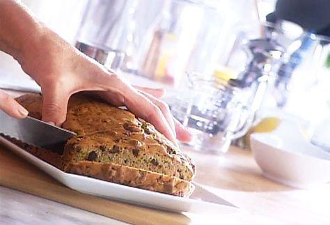 di Stasio - Pain aux zucchinis TESTÉ APPROUVÉ! Remplacé farine blanche par farine de blé, égoutter le zucchini et ajouté avoine+graines de lin+cassonade sur le dessus à la cuisson