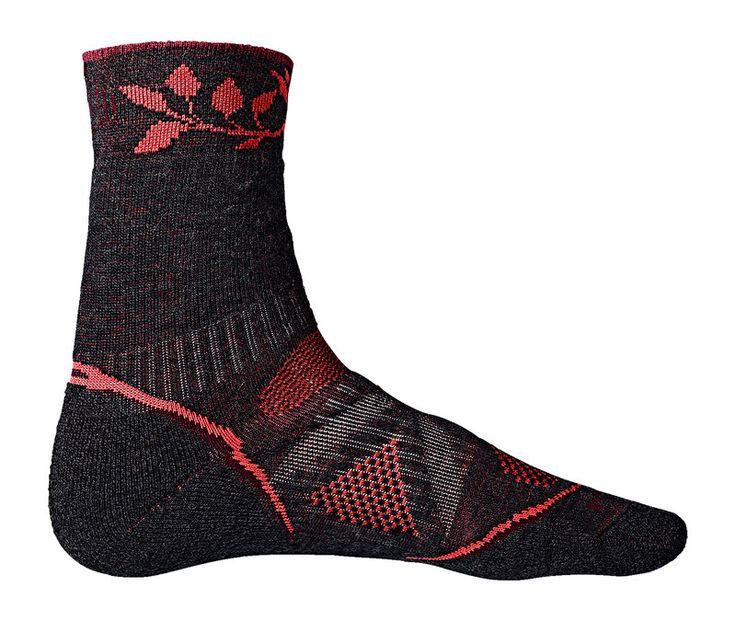 Passgenaue, strapazierfähige #Wandersocken für Frauen. Mit hübsch verziertem Schaft! Die Socken beugt Druckstellen vor und reguliert die Fußtemperatur. #globetrotter #socken #wandern #winter