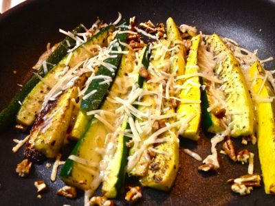 Healthy Zucchini & Yellow squash sticks  http://carlyscleancuisine.wordpress.com/2013/12/15/sauteed-yellow-squash-zucchini-spears/