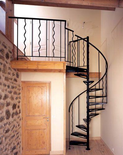 25 best ideas about escaliers m talliques sur pinterest for Comescalier colimacon metal
