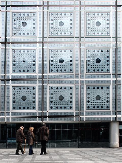 Jean Nouvel: Institute du Monde Arabe,  1987.  The mechanisms correspond to photocamara schutters and they react to incoming sunlight.