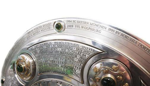 Am 8. Juni 2009 vermeldete die Wolfsburger Allgemeine Zeitung, dass der VfL nun auch auf der Meisterschale verewigt ist. Übrigens war der VfL in der Saison 2008/2009 auch die fairste Mannschaft (http://www.waz-online.de/VfL/Aktuell/Noch-eine-Bestmarke-VfL-Erster)