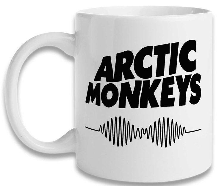 Caneca Arctic Monkeys. Caneca de porcelana com impressão de alta qualidade e durabilidade, ideal para tomar aquele saboroso café, um delicioso chocolate ou o que preferir.