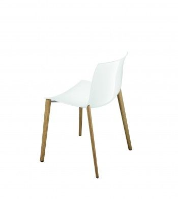 Catifa 53   Lievore Altherr Molina voor Arper  Met de elegant gestroomlijnde zitting en het strakke silhouet is de Catifa 53 de eerste stoel uit Arpers Catifa collectie. Een flexibel toepasbare stoel, efficiënt voor iedere ruimte.