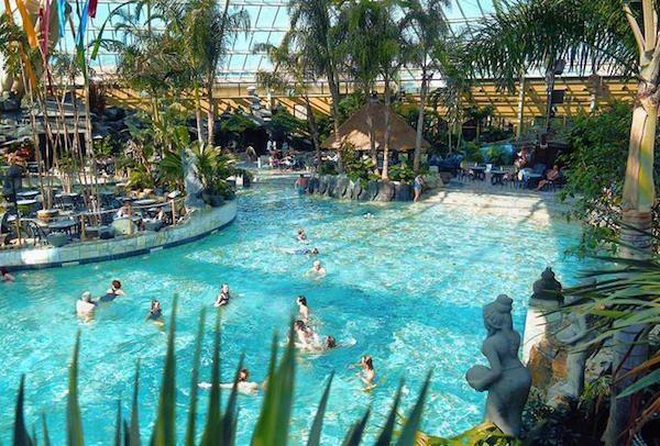 Het tropisch zwembad bij De Eemhof