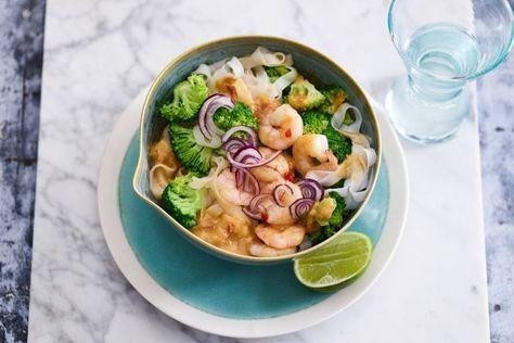 Met noedels kun je eindeloos variëren: met groenten, vis en curry bijvoorbeeld!- Recept - Allerhande