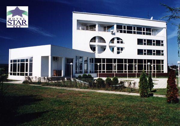 Complexul de Agrement STAR, destinat in principal turismului de business si nu numai, a fost infiintat in anul 1990. Complexul este situat pe malul raului Arges