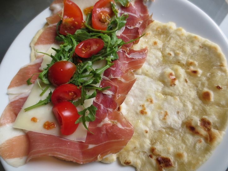 piadina froide salade de parme cold piadina with parm salad sandwiches s nguches. Black Bedroom Furniture Sets. Home Design Ideas