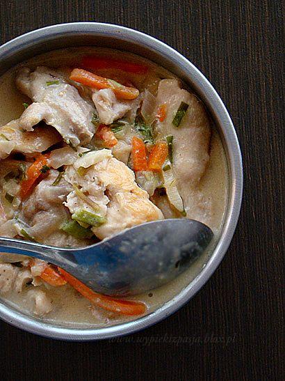 Pierś z kurczaka w kremowo-cebulowym sosie - pomysł na szybki obiad