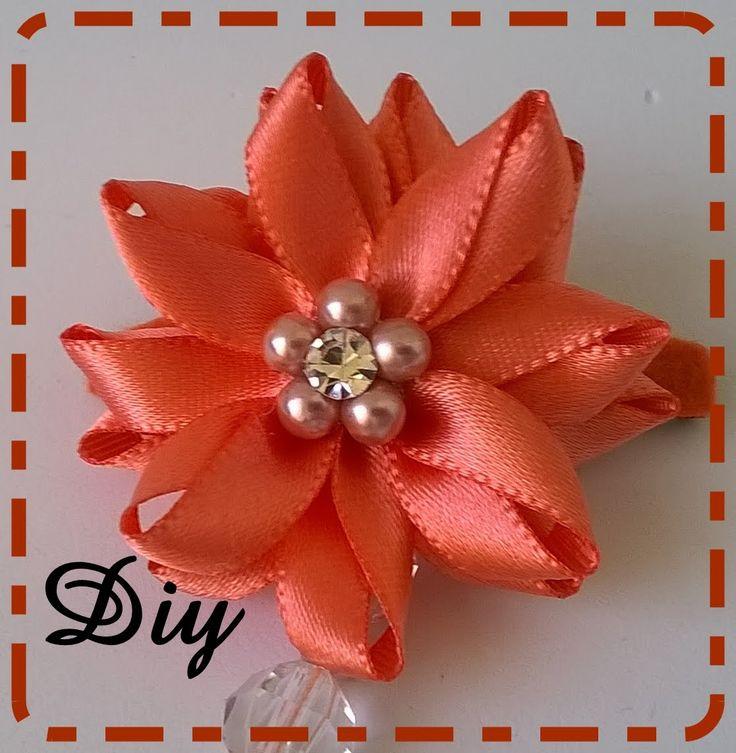 Flor de fita de cetim com contas e strass Flower satin ribbon with bead...