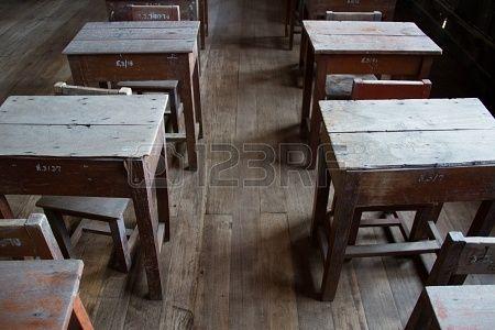 Aula Vecchio, sedia di legno e scrivania Archivio Fotografico - 17326944