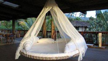 Faire un magnifique lit suspendu avec un vieux trampoline? Oui...oui!