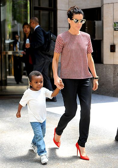 "In NYC to promote ""The Heat"" Sandra Bullock took her son Louis,3,for a walk through the big Apple on June 24,2013"