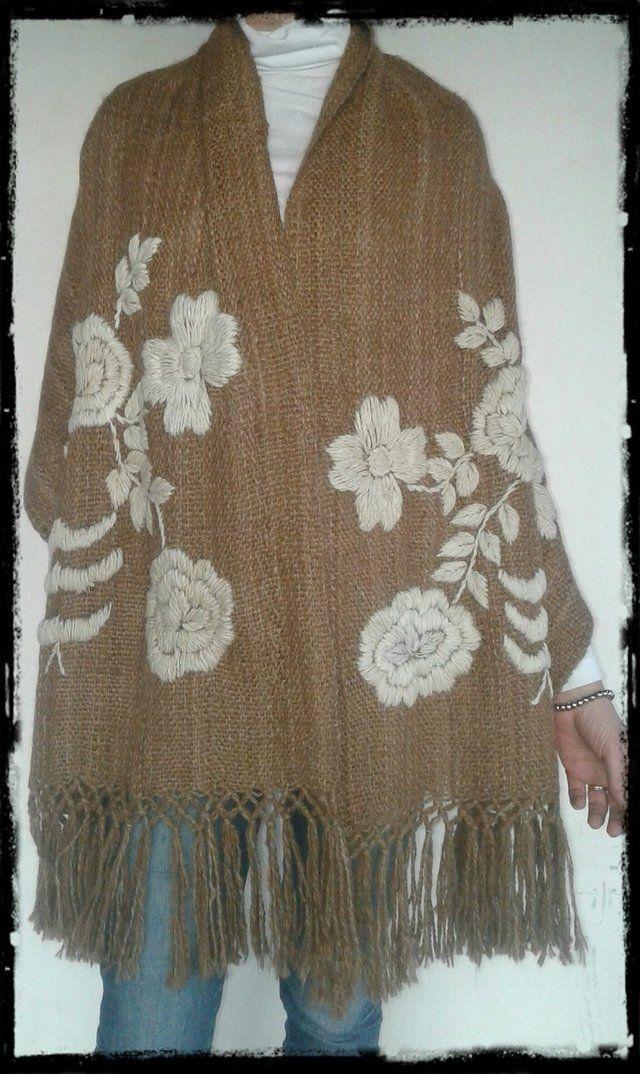 8108411b4 Manta Rosas beige o marrón bordada en tonos naturales | Shawl | Rosa ...
