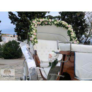 Διακόσμηση άμαξας με τριαντάφυλλα και οχιδέες