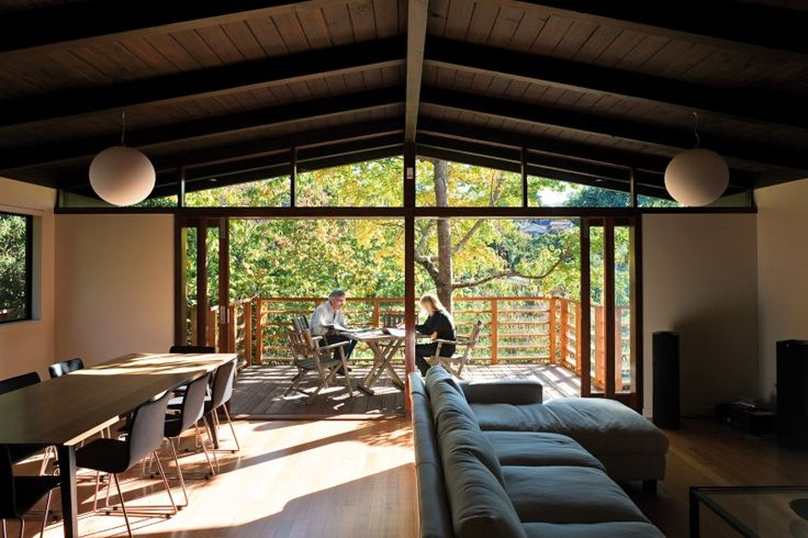 Glade House - modern home with low-pitched gabled roof, raking ceilings and exposed rafters (4)