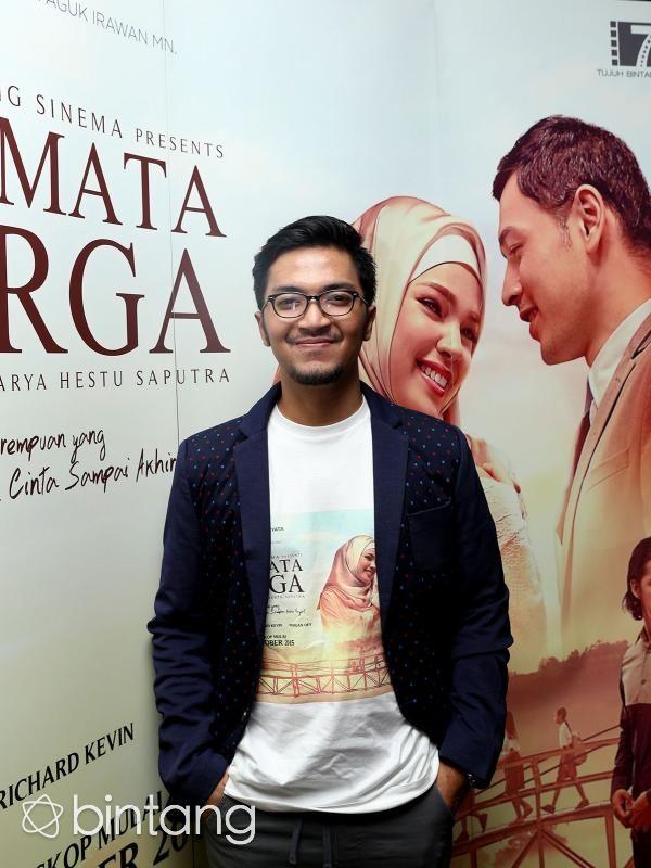 Pemenang Indonesian Idol musim ketiga, Ihsan Tarore, kembali ke industri musik tanah air, lagunya yang berjudul 'Sedetik Pedih' menjadi salah satu soundtrack untuk film 'Air Mata Surga'. #IhsanTarore #Penyanyi #AirMataSurga #Bintang #Indonesia