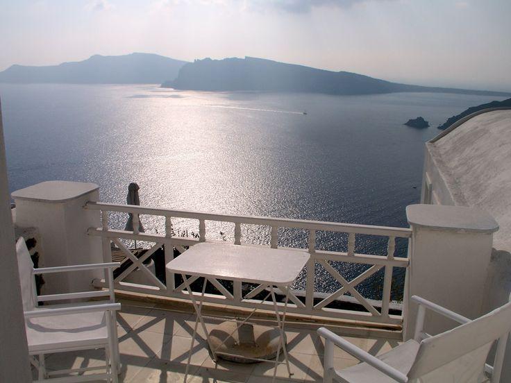 Villa White House | awesome seafront luxury holiday villa in Santorini. #luxurytravel #luxuryvillas #holidayvillas #Santorini #Greece