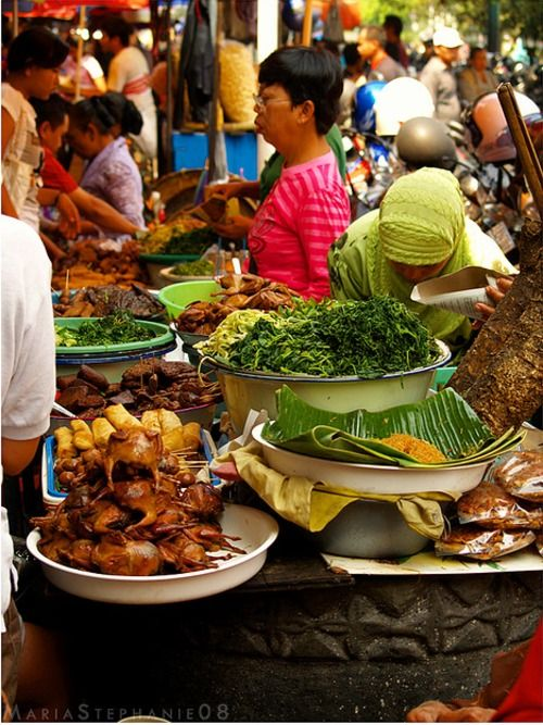 A trip to the traditional market Pasar Beringharjo in Yogyakarta, Indonesia means a culinary adventure of tasting traditional Indonesian food.