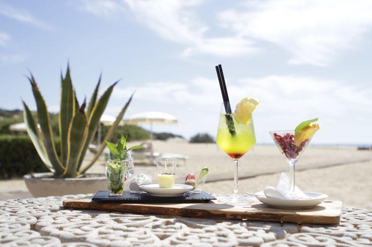 Per impreziosire i tuoi momenti di relax, un gustoso aperitivo da assaporare sotto l'ombrellone. #AmaLaTuaVacanza #Sardegna #LeDunePiscinas  To enhance your relaxing moments, a tasty drink to be savoured under the beach umbrella. #LoveYourHoliday #Sardinia #LeDunePiscinas  www.ledunepiscinas.com