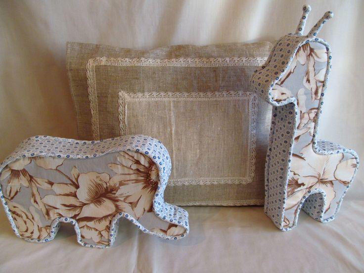 подушки-игрушки.слоник и жираф. возможно изготовления в другой цветовой гамме любых размеров.