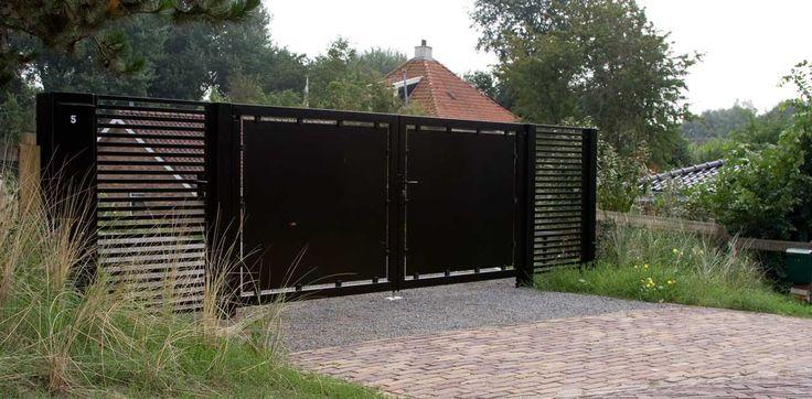 Duin tuin zwarte poort