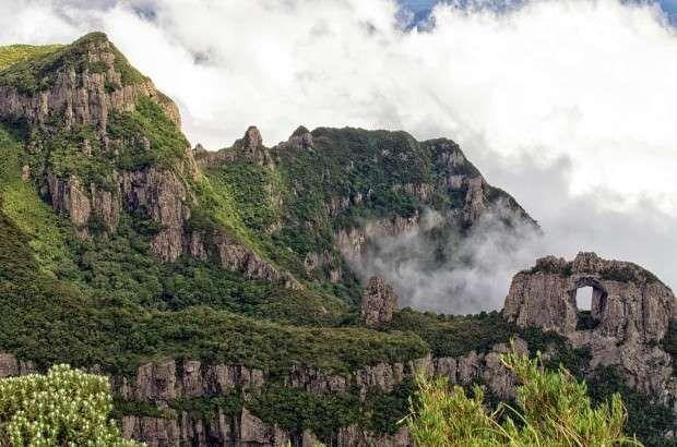 Morro da Igreja e Pedra Furada, na Serra Catarinense