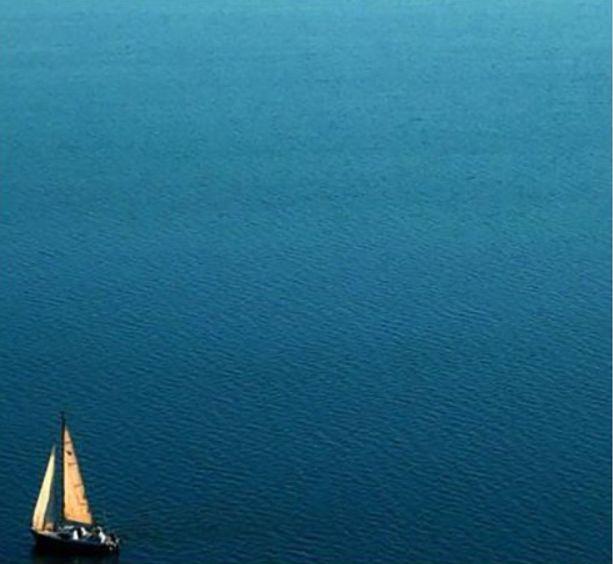 Sailing away✖