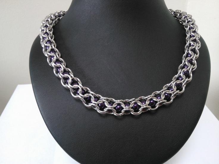 paarse glaskralen met aluminium ringen