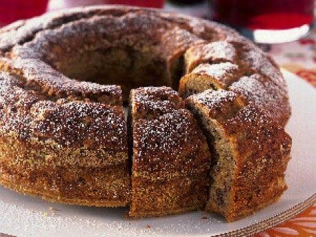 Annas saftiga banankaka är lätt att baka och en riktig klassiker till fikat. Har du bananer som är på väg att bli övermogna är de perfekta i banankaka! Här hittar du även ett recept på banankaka med glasyr som bakas i långpanna och en fantastisk variant med chokladkolatopping.