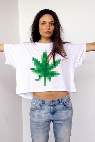 Simplified Clothing – Eté 2013    Fidèle à son style, SMPLFD nous propose sa collection estivale. La marque de Détroit poursuit sur sa lancée éclectique avec de nouvelles références bien sympathiques. Au menu : du motown, du chanvre et du tigre. Compter environ $23 le tee, le crop, ou le tank. LookBook à découvrir dans la suite…    http://www.grafitee.fr/tee-shirt/simplified-2013/    #lifestyle #fashion #StreeWear #Tshirts