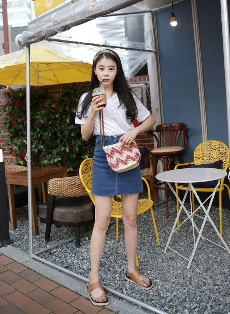 Dress Up Confidence! 66girls.us Zigzag Pattern Jute Bag (DICF) #66girls #kstyle #kfashion #koreanfashion #girlsfashion #teenagegirls #younggirlsfashion #fashionablegirls #dailyoutfit #trendylook #globalshopping