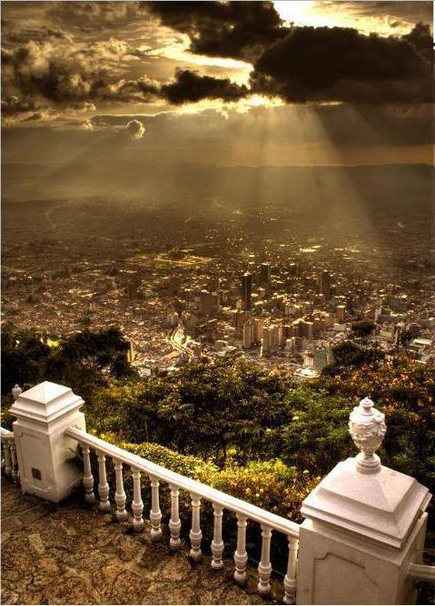 Hermosa imagen de Bogota, Colombia...by  DNHostels - Destino Nomada