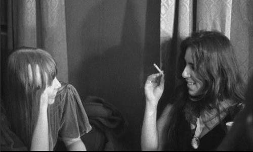 Joni Mitchell and Laura Nyro talking backstage