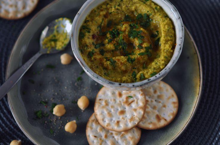 Lekkere, gezonde en voedzame zaterdagavond snack! Hummus met kerrie en gember. http://www.gezondhappy.nl/lekkere-recepten/tussendoortjes/hummus-met-kerrie-en-gember