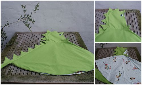 Dragon cape -- tutorial with measurements, but the page is in Dutch, originally.