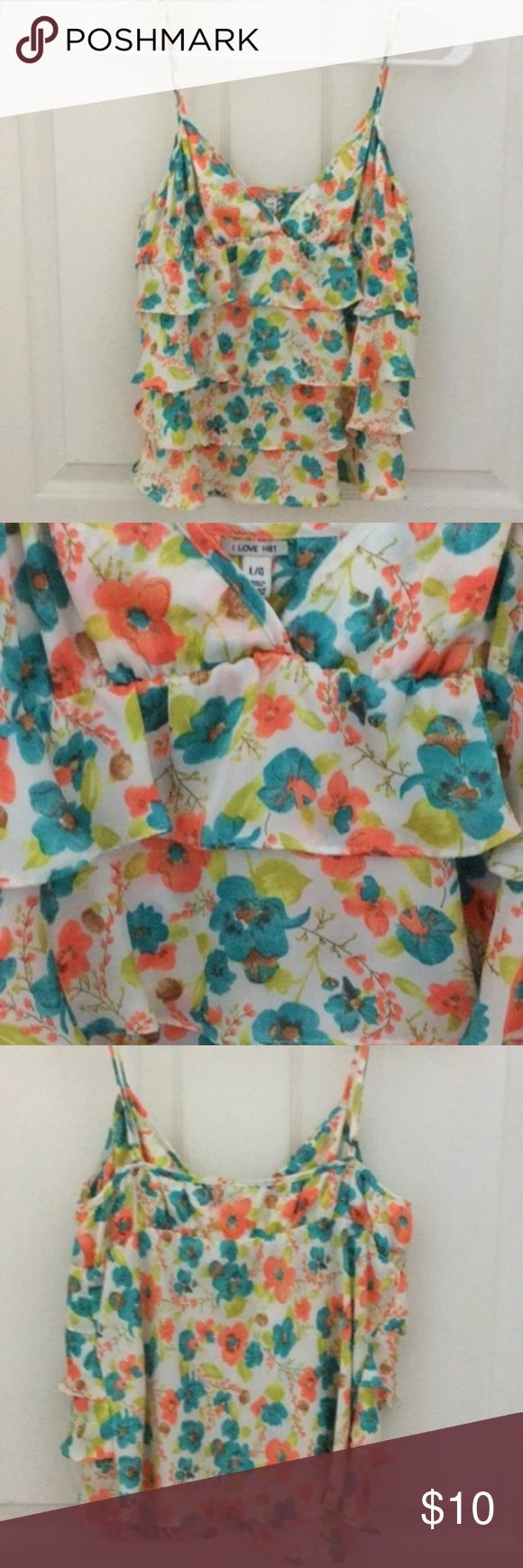 Floral Spaghetti Strap Top It is a floral v spaghetti top with adjustable strap. I never worn this top and it is still in a very good condition. No tag attached. Perfect for summer #floral #ruffle #forever21 #spaghetti-strap Tops