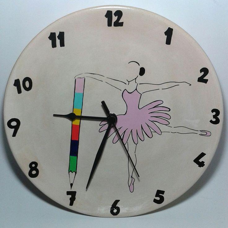 Özel tasarım el yapımı duvar saati 25x25 cm boyutlarındadır, dilediğiniz gibi sipariş verebilirsiniz